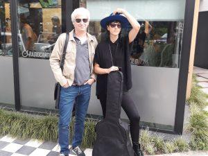 Lara Pedrosa presentó su nuevo disco con un mini acústico en vivo