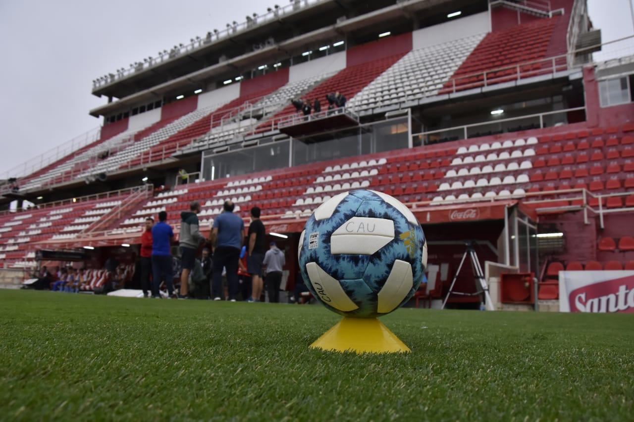 El fútbol y la cuarentena, otra vez en discusión - Radio Cantilo