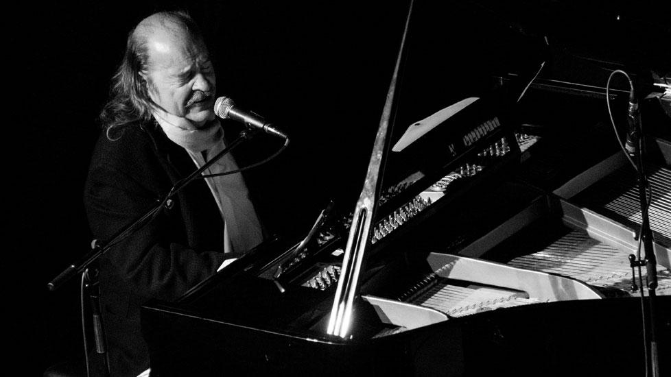 Cinco temazos para festejar los 72 años de Litto Nebbia - Radio Cantilo